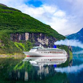 Kreuzfahrt Norwegen: Routen & Angebote für die Fjorde & das Nordkap