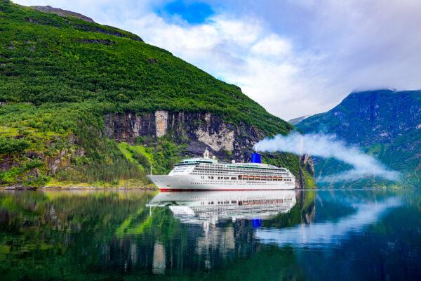 Norwegen Geiranger Fjord Kreuzfahrtschiff