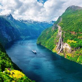 Norwegen Sunnylvsfjorden Seven Sisters Schiff