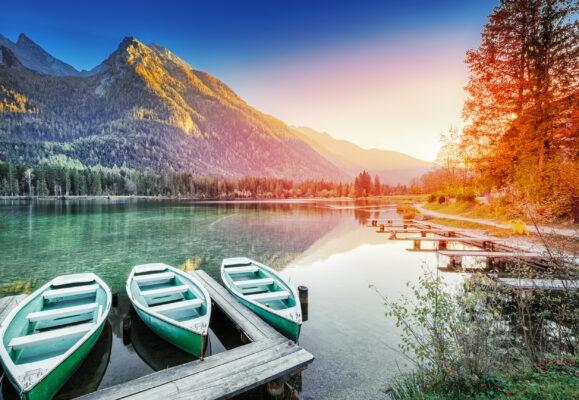 Deutschland Bayern Hintersee Boote Sonnenuntergang
