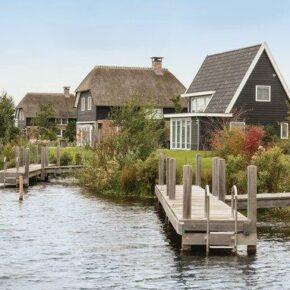 Romantisches Giethoorn: 8 Tage im eigenen Ferienhaus am Wasser mit Bootsanleger ab 178€ p.P.