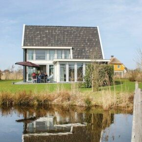 Giethoorn Rerienhaus Wasser Steg