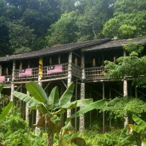 Indonesien Borneo Langhaus Dayak