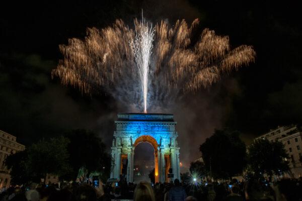 Frankreich Paris Arc de Triomphe Feuerwerk
