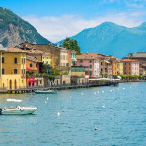 Italien Gardasee Gargnano Haeuser