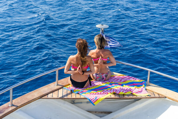 Kreuzfahrt zwei Frauen Yoga an Bord