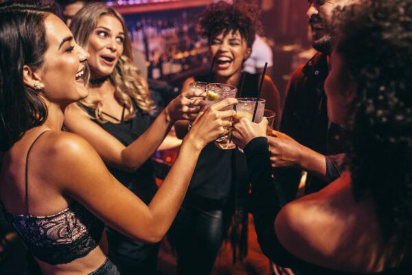 Party Freunde Anstoßen