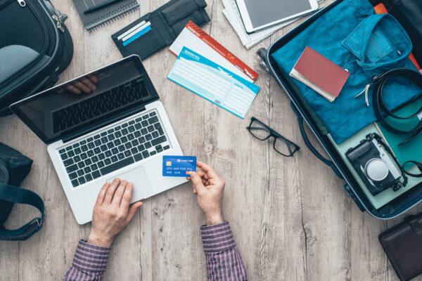 Reisender Vorbereitung Kreditkarte