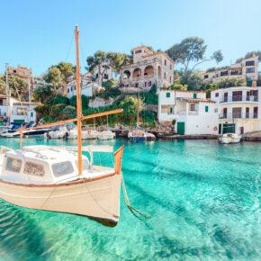 Mallorca im neu renovierten Hotel: 7 Tage Cala Ratjada mit 4* Hotel, Frühstück, Transfer & Zug nur 358€
