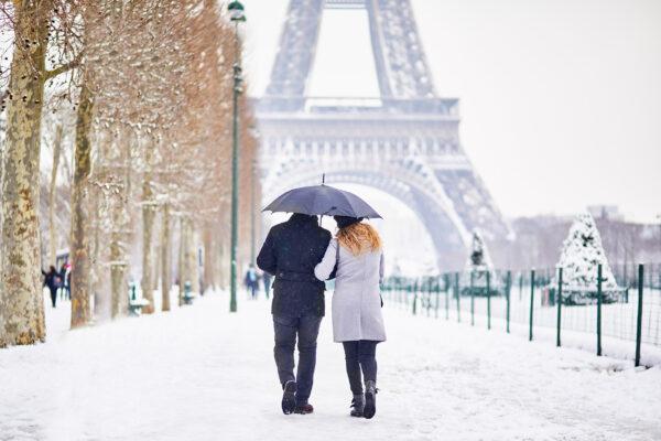 Frankreich Paris Winter Schnee Pärchen
