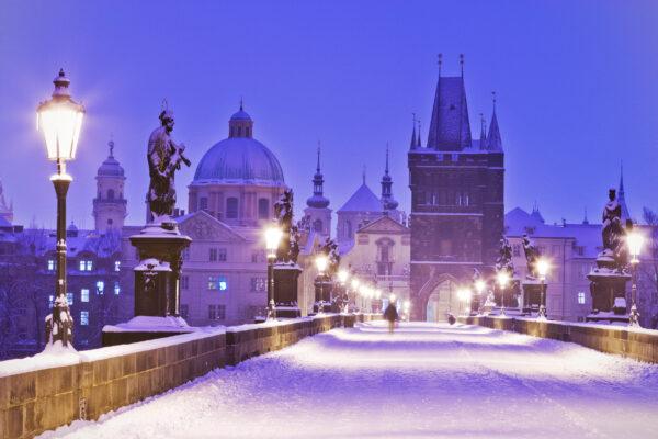 Tschechien Prag Charles Bridge Schnee