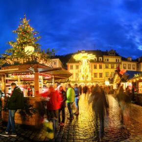 Deutschland Heidelberg Weihnachtsmarkt Panorama Stände