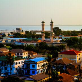 Lastminute: 6 Tage Gambia im TOP 3* Strandhotel mit Frühstück, Flug, Transfer & Zug nur 280€