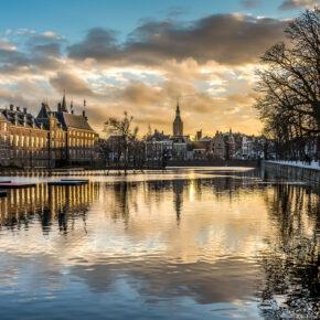 Niederlande Den Haag Binnenhof along Canal
