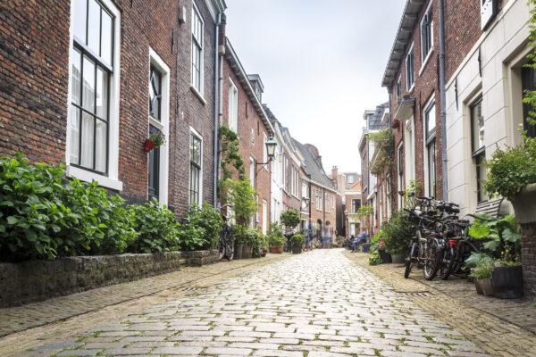 Niederlande Haarlem Gasse