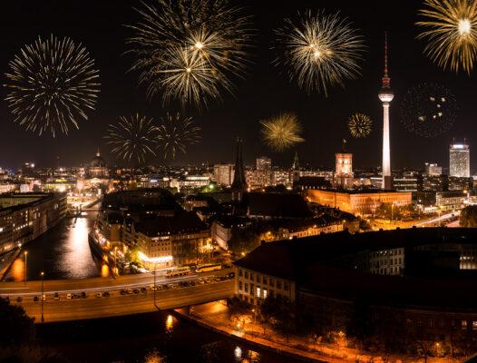 Deutschland Berlin Nacht Silvester Feuerwerk