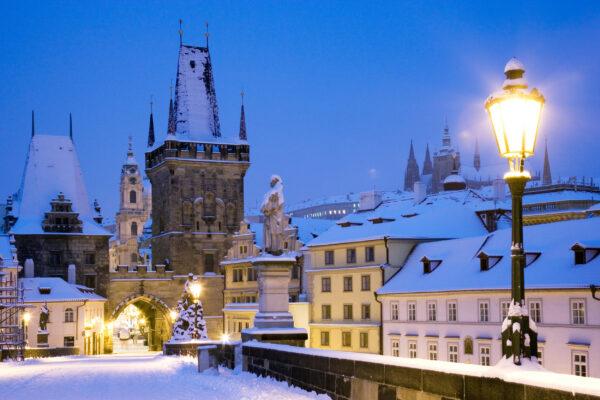 Tschechien Prag Lesser Town Brücke Schnee