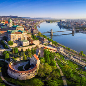Kurztrip 2021: 3 Tage zentral in Budapest mit 3* Hotel, Flug & Eintritt zur Therme nur 75€