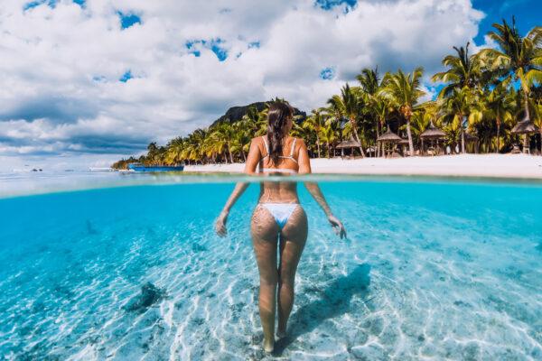 Mauritius Meer Frau im Wasser