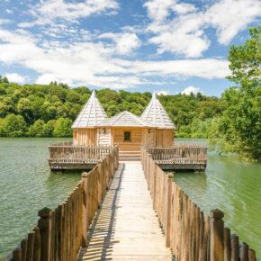 Märchenhaft: 2 Tage Frankreich im schwimmenden Schlösschen mit Frühstück & Whirlpool ab 63€ p.P.
