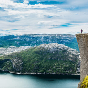 Arktische Sonne in Norwegen: 15 Tage Hurtigruten Kreuzfahrt inkl. Vollpension für 3.899€