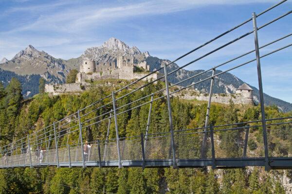 Österreich Reutte Hängebrücke und Schloss