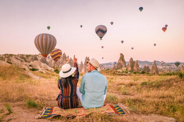 Türkei Kappadokien Heißluftballons Paar