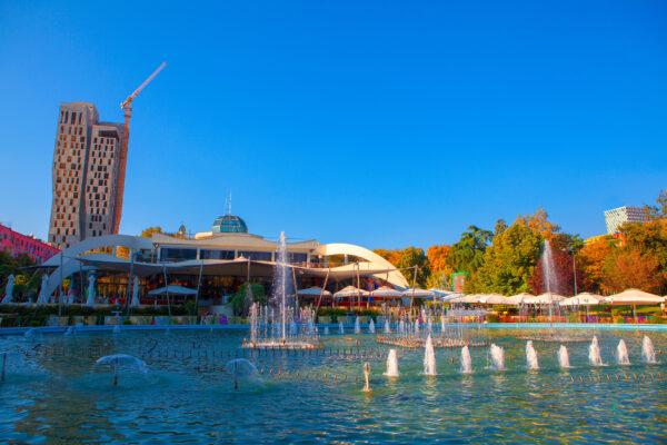 Albanien Tirana Rinia Park