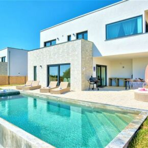 Langes Wochenende in Kroatien: 4 Tage mit luxuriöser Ferienvilla & Infinity-Pool ab 74€ p.P.