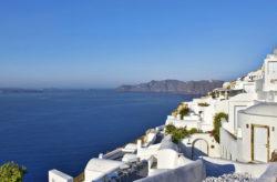 Luxusurlaub auf Santorini: 7 Tage im TOP 5* Hotel mit Frühstück, Flug, Transfer & Zug für 1.387€