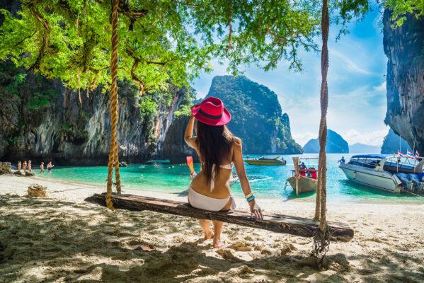 Thailand Phuket Strand Schaukel Frau