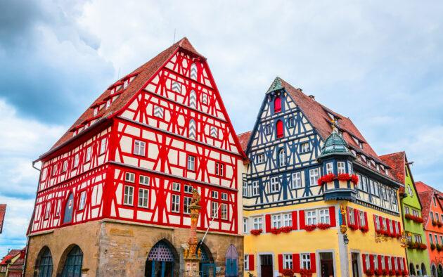 Deutschland Rothenburg ob der Tauber buntes Fachwerk