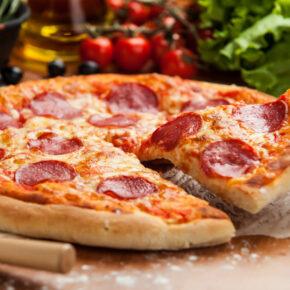 Vorzeitiges Ostergeschenk: Köstliche Pizza Salami bei Call a Pizza nur 1€