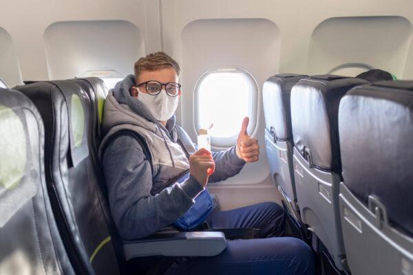 Flugzeug Mann Maske Corona