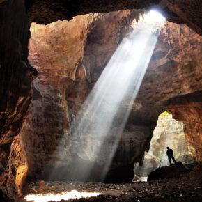 Corona-Krise: sechs Touristen verbringen einen Monat in Höhle in Indien, bis Polizei sie findet