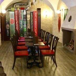 Klagenfurt Phoenix Book Cafe Tische