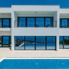 Kroatien: 8 Tage in toller Ferienvilla mit Meerblick & Infinity-Pool an der Adria nur 224€