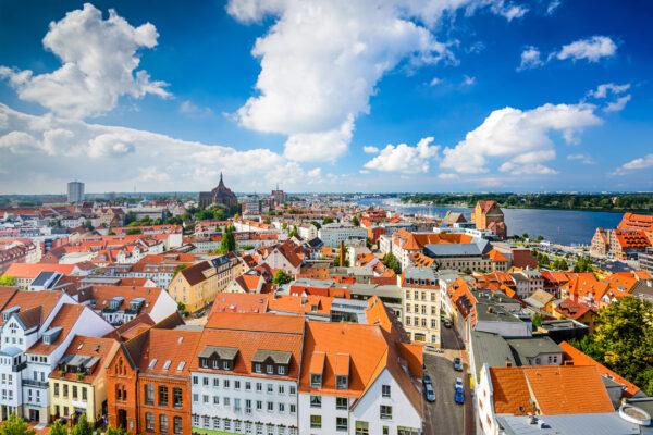 Ostsee Urlaub: Rostock Skyline