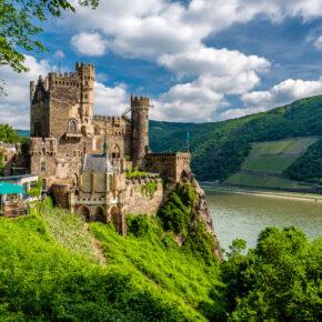 Romantische Burg Rheinstein: 2 Tage im neueröffneten Hotel mit Frühstück & Rooftop-Pool ab 64€