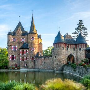 Ab zur Burg Satzvey: 2 Tage übers Wochenende in ein gutes Hotel mit Frühstück für 43€