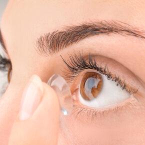 Kontaktlinsen Frau
