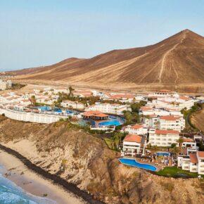 Frühbucher: 7 Tage Fuerteventura im TOP 4* Hotel am Strand mit All Inclusive, Flug, Transfer & Zug für 646€