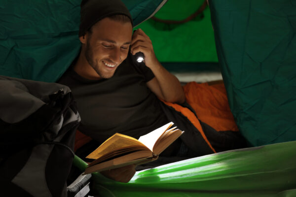 Camping Zelt Buch Taschenlampe