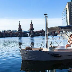 Schwimmender Whirlpool in Berlin: Gutschein für 2 Stunden auf dem Badedampfer nur 49€