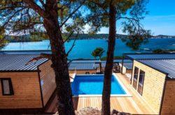 Eigene Luxus-Camping-Villa mit Pool: 4 Tage Kroatien am Wochenende mit 1x Dinner & Champagn...
