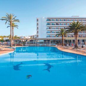 Last-Minute Ibiza: 8 Tage im strandnahen 3.5* Hotel mit All Inclusive, Flug, Transfer & Zug nur 423€
