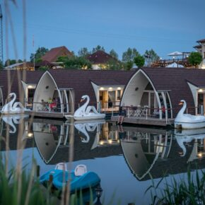 See-Oase: 3 Tage im schwimmenden Seehotel inkl. eigenem Tretboot, Frühstück & Extras für 175€