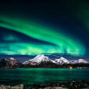 Faszination Nordlicht: 13 Tage Norwegen auf Hurtigruten-Kreuzfahrt inkl. VP & Flug nur 1.945€