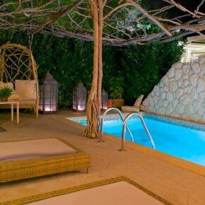 Griechenland: 8 Tage im 4* Hotel am Strand mit Halbpension, Flug & Extras nur 275€