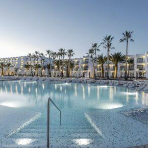 Luxus auf Ibiza: 7 Tage im TOP 5* Hotel mit All Inclusive, Flug & Transfer für 781€